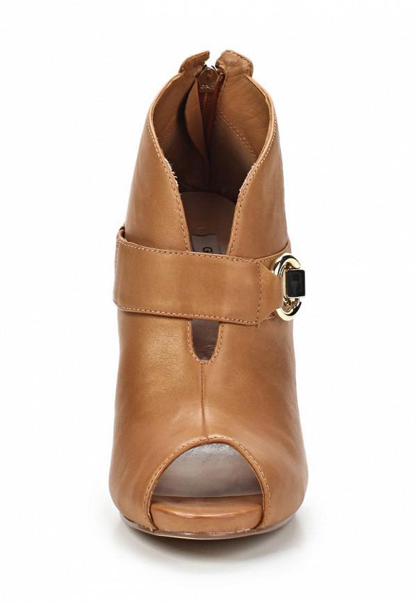 фото Ботильоны на высоком каблуке Guess GU460AWAVW27, коричневые