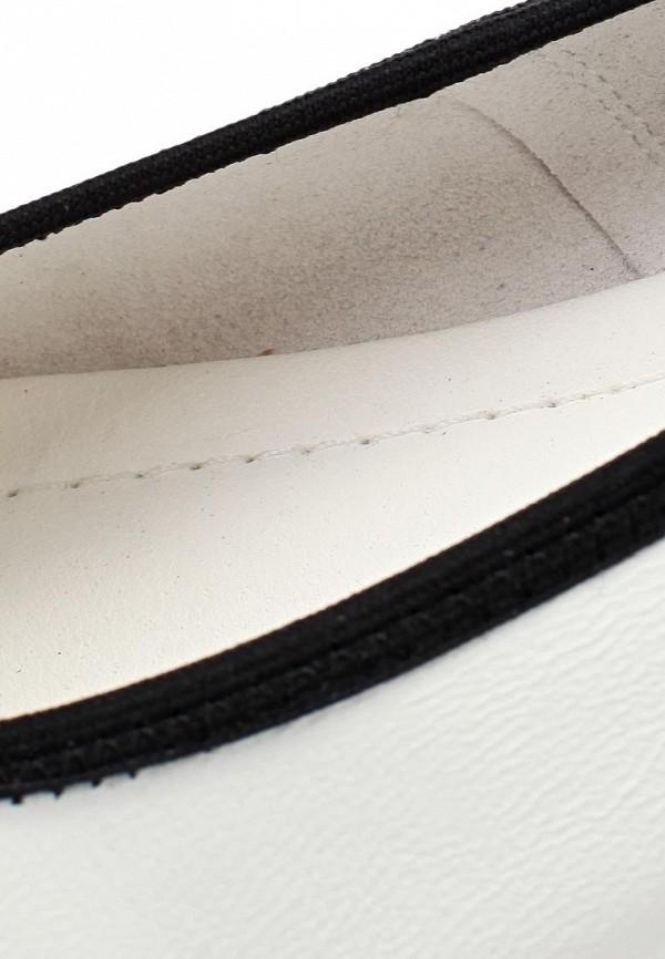 фото Балетки с открытым носом Vitacci VI060AWAJU28, белые с черным бантом